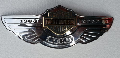 Harley-Heritage-03-Tank Badge -100th Anniversary-Front